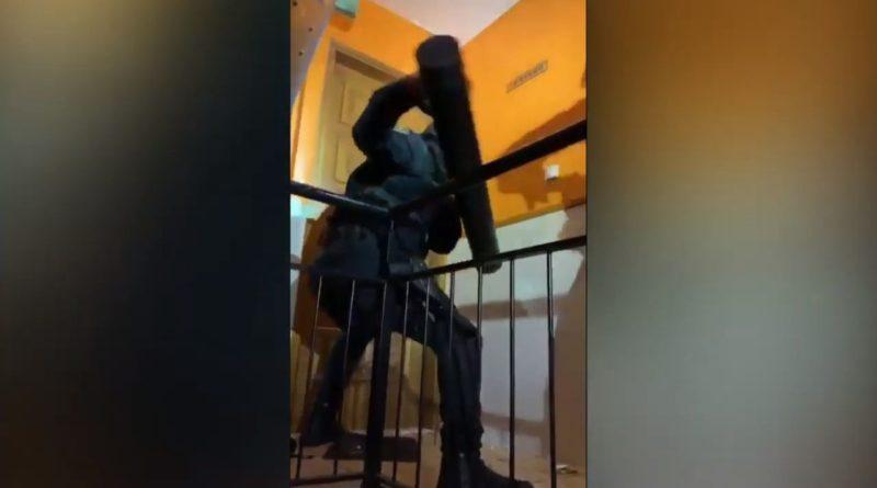 Incredible Raid Fail Spanish Officers REALLY Struggle to Break Down Door thumb1
